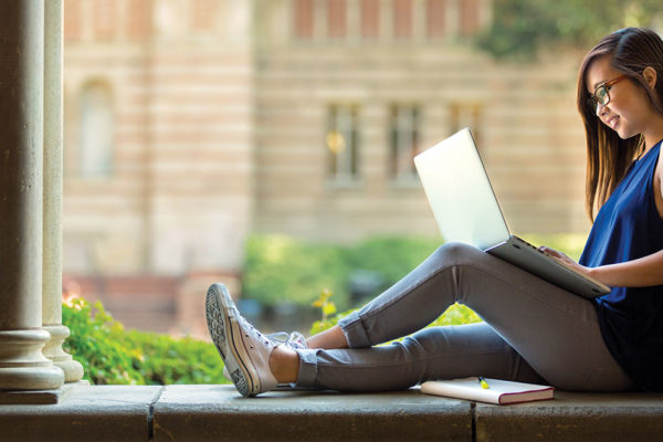 Pros & Cons of Traditional and Online College