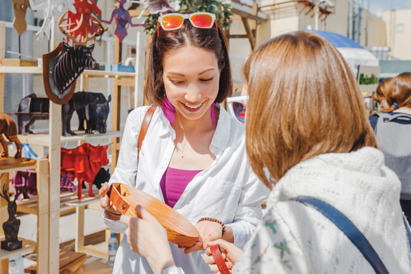 How to Shop at the Flea Market Like a Pro to Get the Best Deals